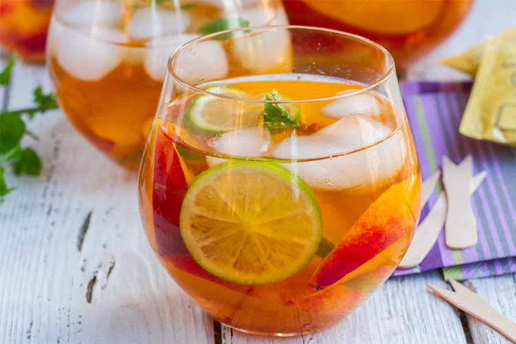 Iced Tea With Peaches & Lime