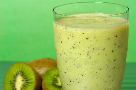 15 Clean & Delicious Summer Smoothies