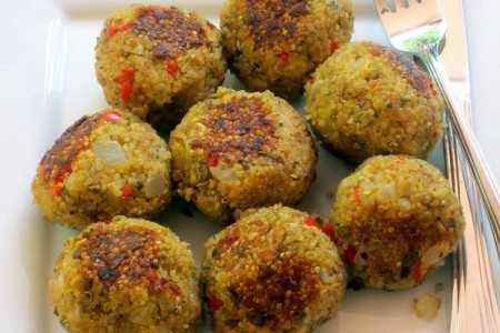 "Quinoa ""Meatballs"" | Vegetarian Meatball Recipe"