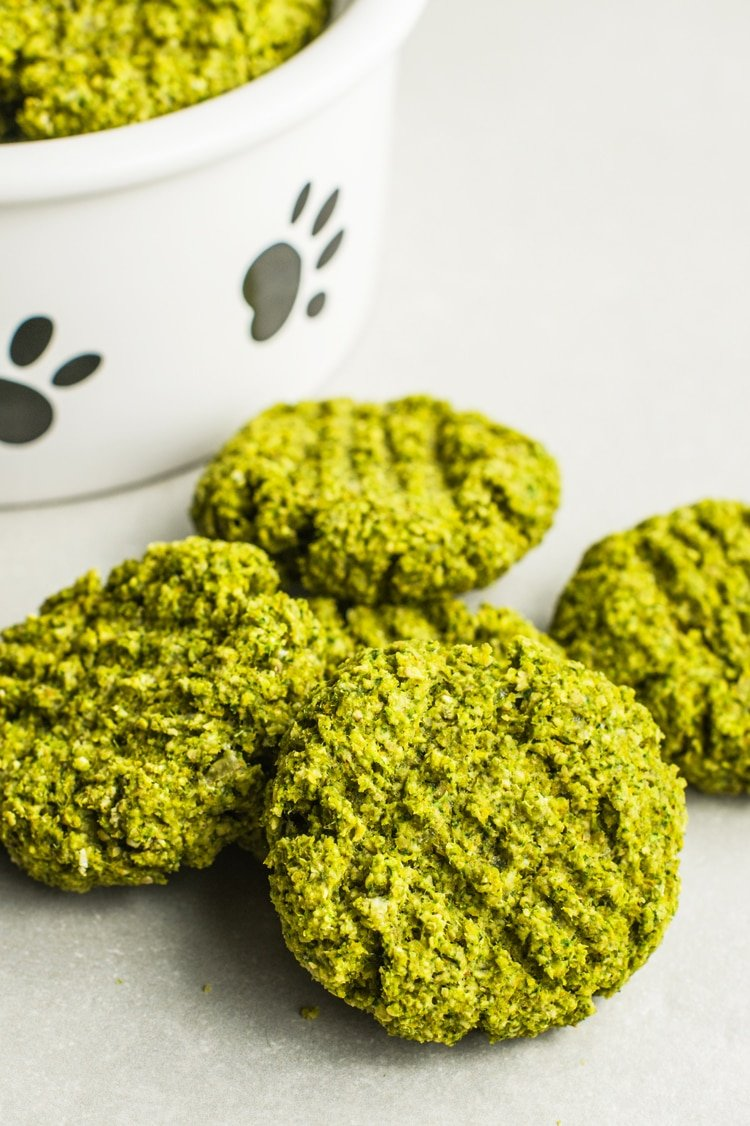 This yummy doggie biscuit recipe is filled with high-quality ingredients.