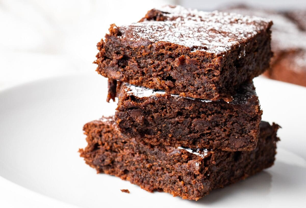 Our Clean-Eating Fudge Brownies are made with healthy ingredients that taste incredible.