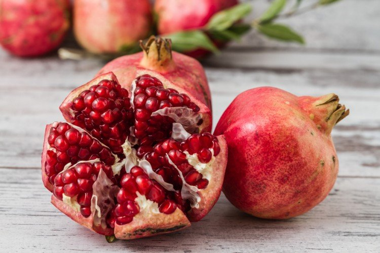 Slow Cooker Pomegranate Spiced Applesauce