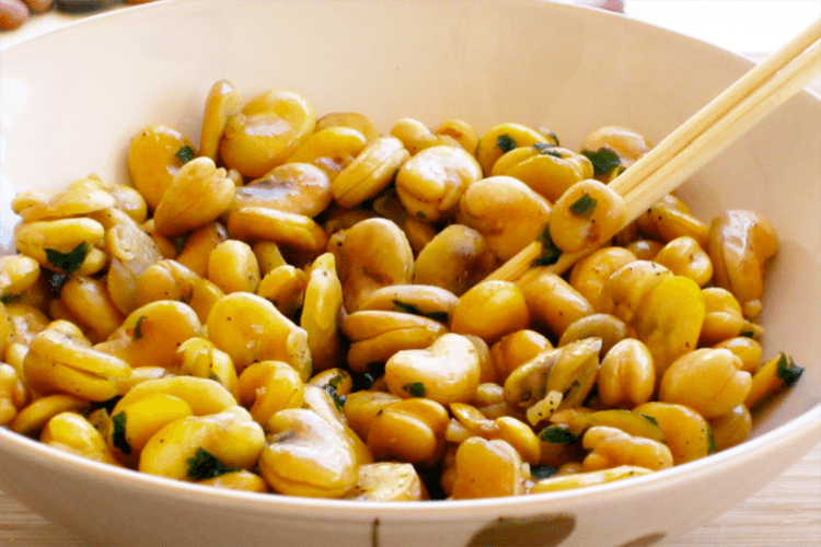 Fava Beans with Garlic and Lemon