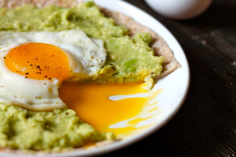 Avocado-Breakfast-Pizzas