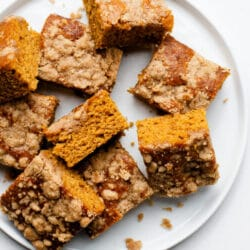 Our clean-eating pumpkin steusel bars are made using clean ingredients but taste incredibly indulgent.