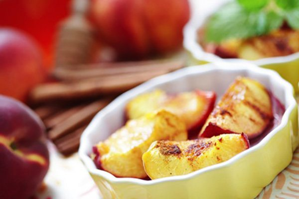 Grilled Peaches with Cinnamon, Vanilla, and Honey