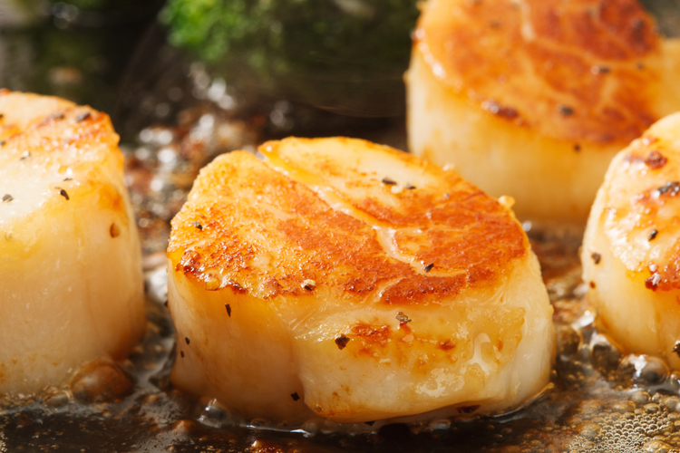 Easy Broiled Scallops