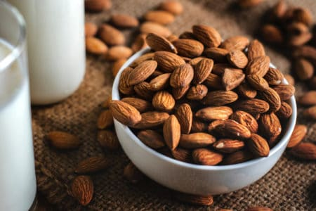 6 Reasons to Add Almonds to Your Diet