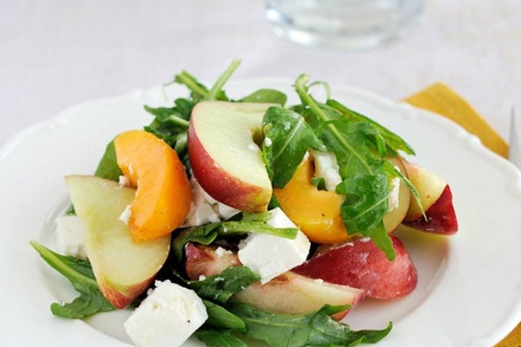 Nectarine Salad with Arugula and Goat Cheese