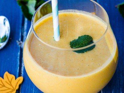 Vegan Mango-Almond Milkshake