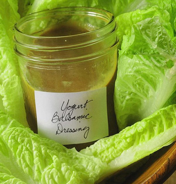 Low-Calorie Creamy Balsamic Salad Dressing