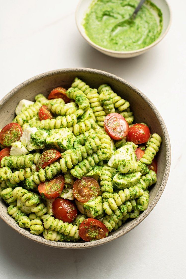 Pasta Salad with Pesto, Mozzarella and Tomatoes