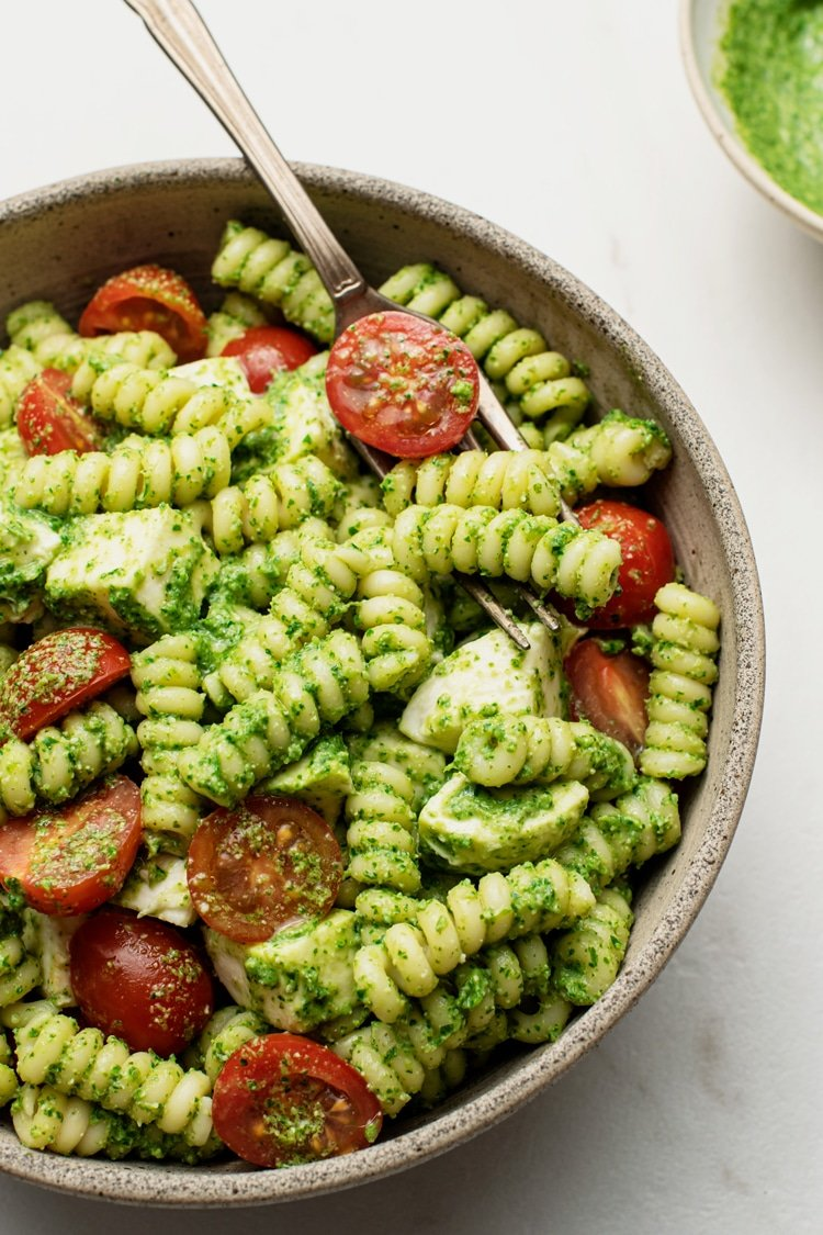 Pasta Salad with Pesto, Mozzarella and Tomatoes