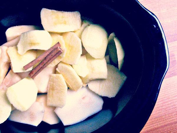 Simple Crock Pot Pear and Applesauce
