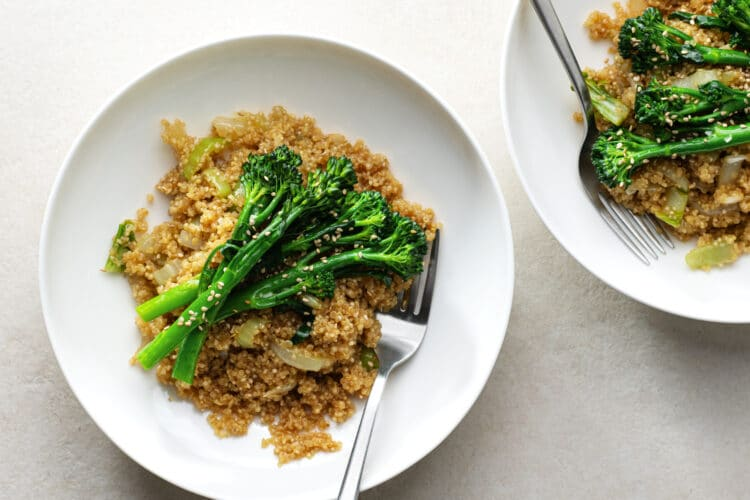 This skinny quinoa stir-fry makes the perfect lunch or dinner!