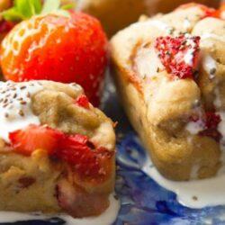 skinny strawberry banana bread