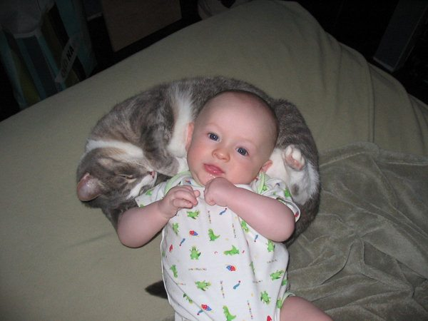 10 Pets and Their Adorable Human Siblings 004