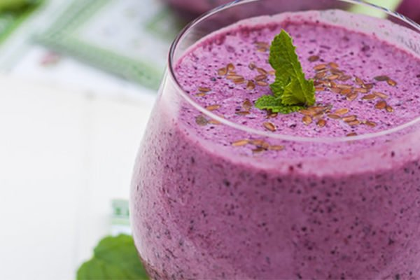 blueberry, mint and flax seed smoothie