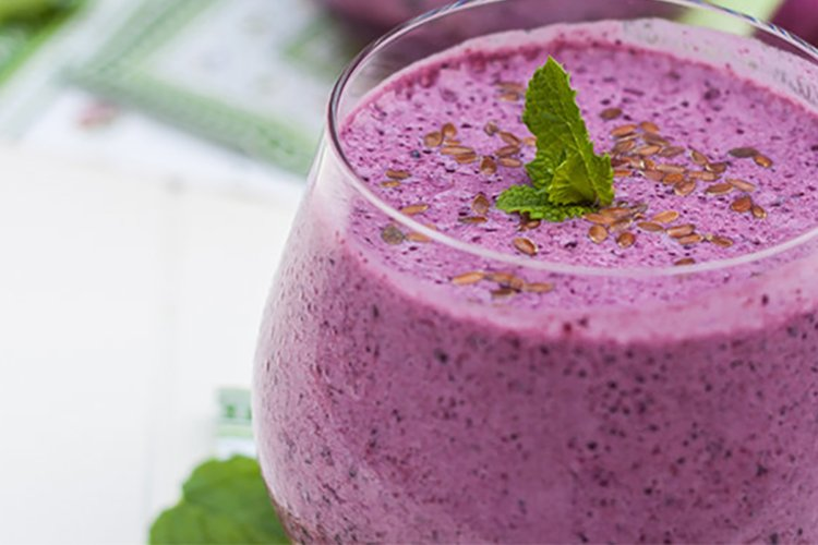 Blueberry-Mint-and-Flax-Seed-Smoothie
