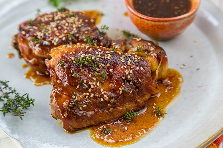 Slow Cooker Sticky Garlic Chicken
