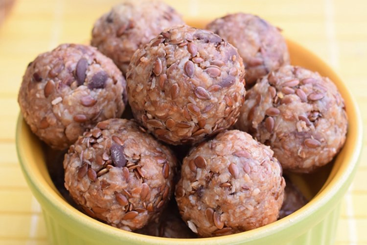 No-Bake Oatmeal Chocolate Chip Energy Bites