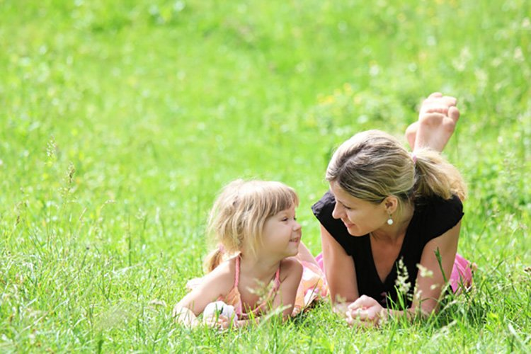 8 Healthy Things Every Kid Should Learn From HisHer Mom
