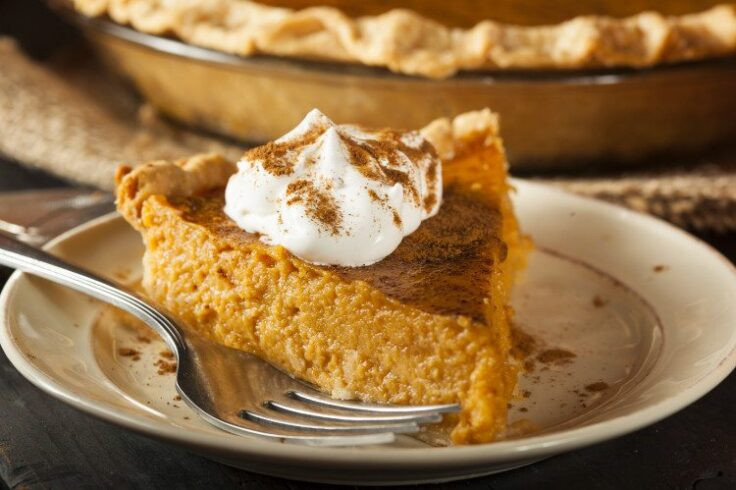 Our clean eating pumpkin pie is the perfect healhy dessert for Thanksgiving!