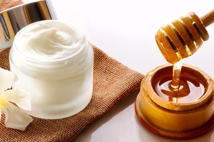 10 Amazing Benefits And Uses Of Raw Honey