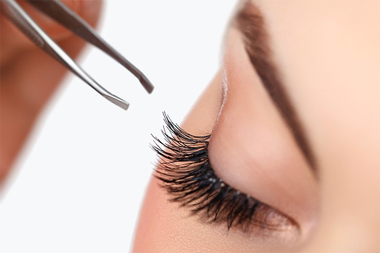 10 Clever Makeup Tricks-lashes
