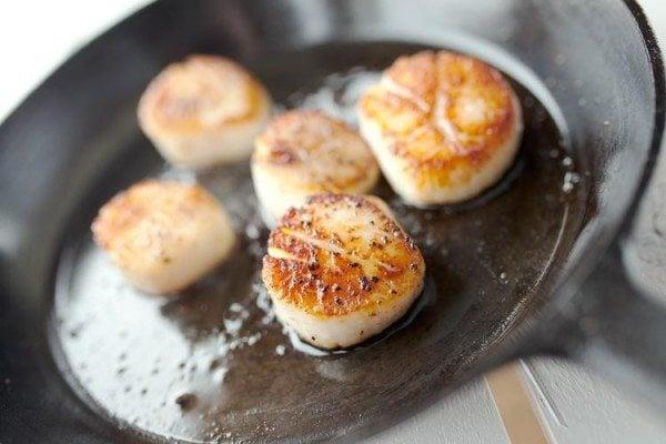 simple pan seared scallops