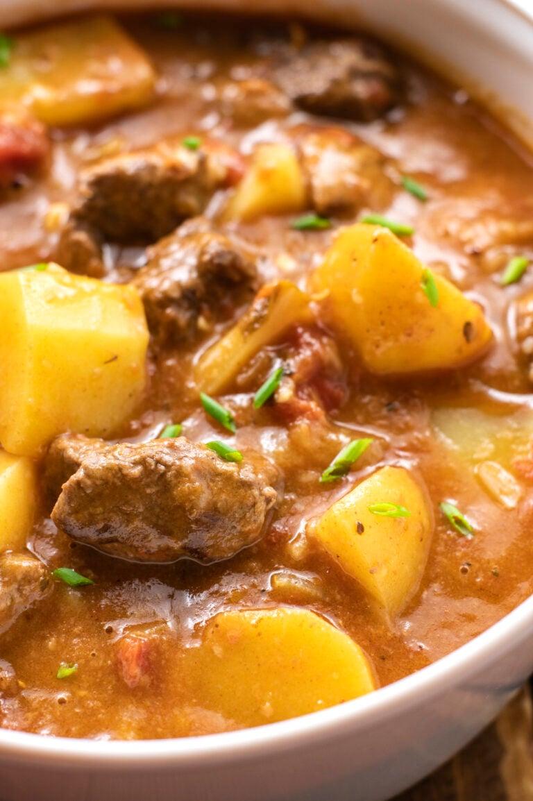Ez a meleg és megnyugtató marhapörkölt tökéletes recept egy hideg, téli napra!