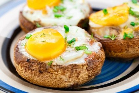 5-Ingredient Baked Egg Mushrooms