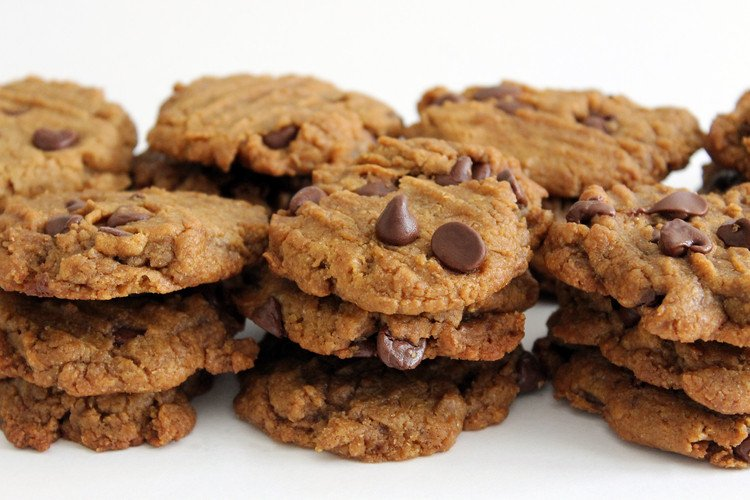 5-Ingredient Peanut Butter Chocolate Chip Cookies