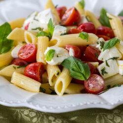 A Light but Filling 6-Ingredient Caprese Pasta Salad