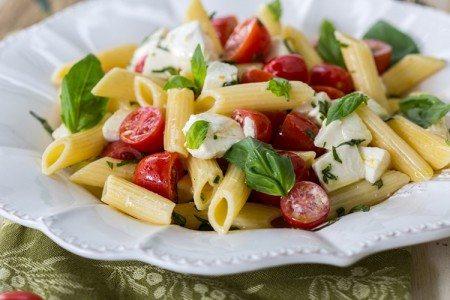 6-Ingredient Caprese Pasta Salad