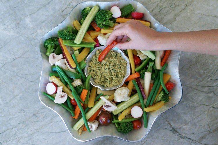 Veggie Platter with Pesto Hummus