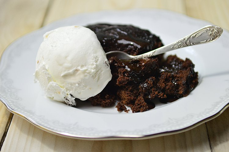 Slow Cooker Hot Fudge Cake