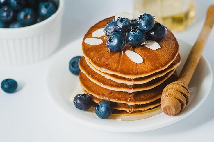 greek yogurt pancakes with honey