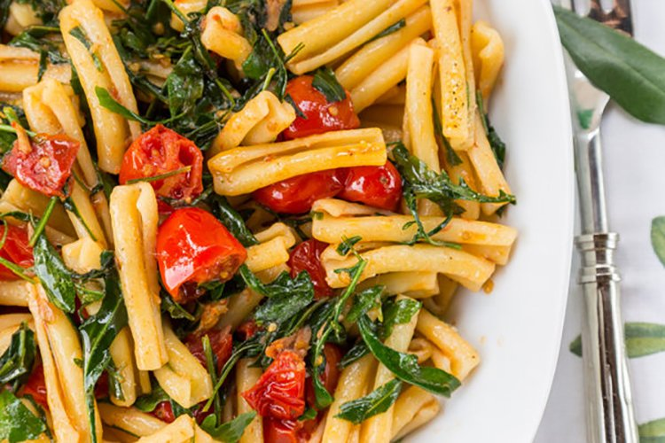 Mediterranean Penne with Arugula & Tomatoes