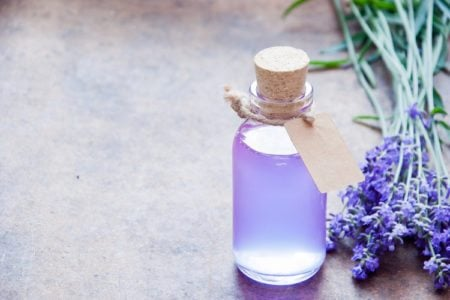 5 Essential Oils to Balance Hormones and Reduce Stress