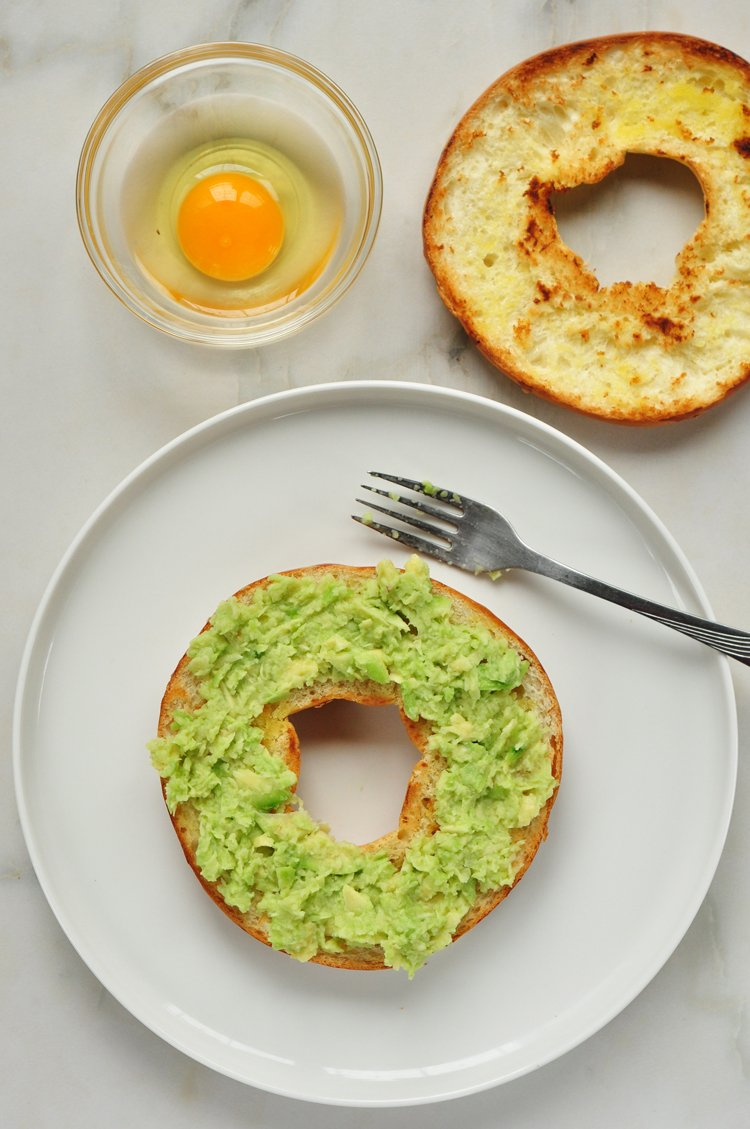 Easy On-the-Go Avocado and Egg Breakfast Sandwich