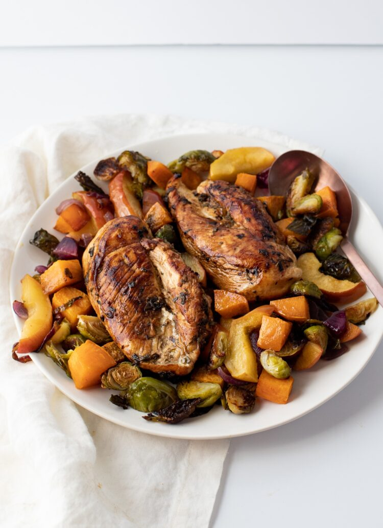 Chicken, veggies, and even apple come together to create one seriously healthy and flavorful dinner.