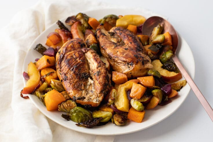 Our one-pan roasted chicken and veggies dinner is loaded with nurients and flavor!