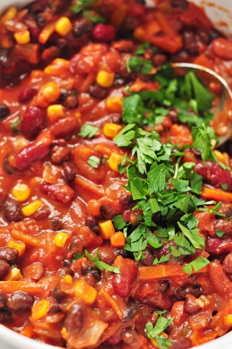 Fill up on fiber and a whole bunch of deliciousness by digging into our vegetable chili!