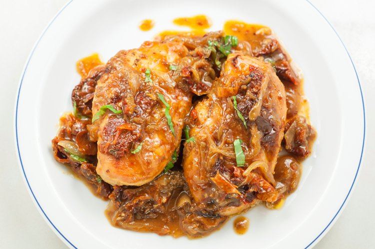 This Sundried Tomato Chicken Makes Clean Eating Simple