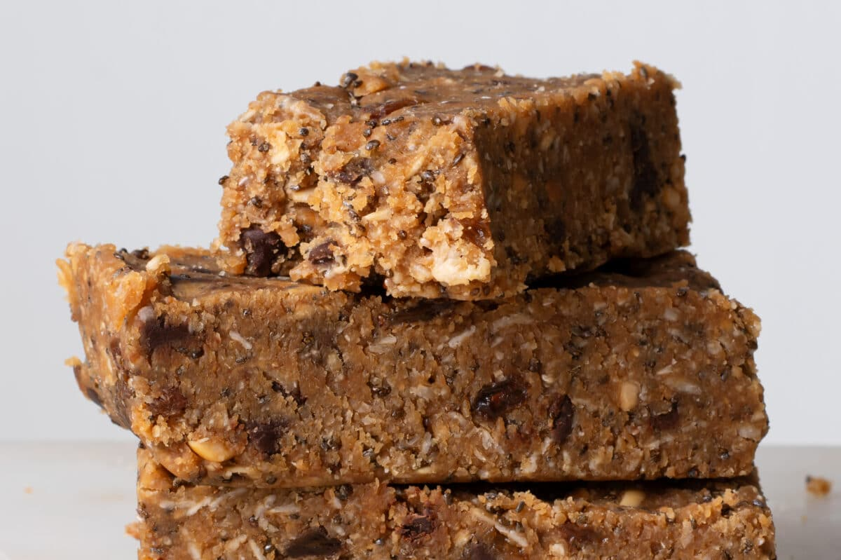 Our Easy No-Bake Workout Bars are great before or after your routine!