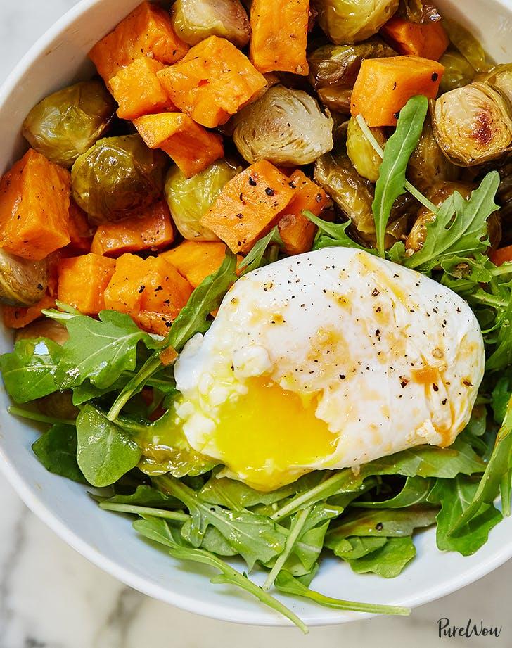 egg and veggie breakfast bowl