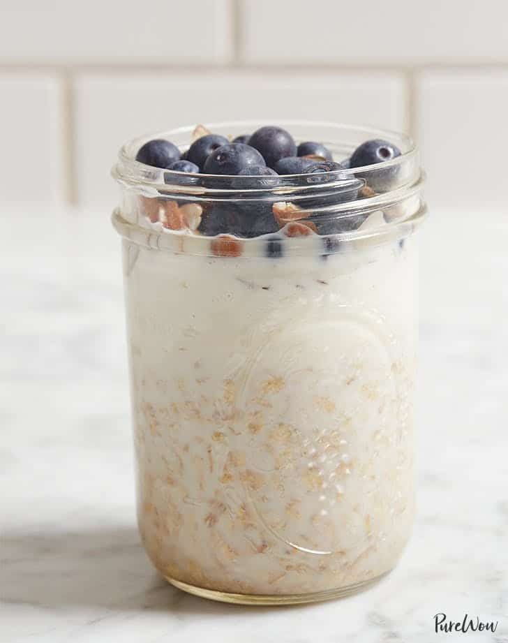 overnight oats with blueberries and almonds breakfast