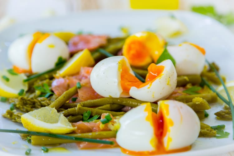 Smoked Salmon with Asparagus and Egg Salad
