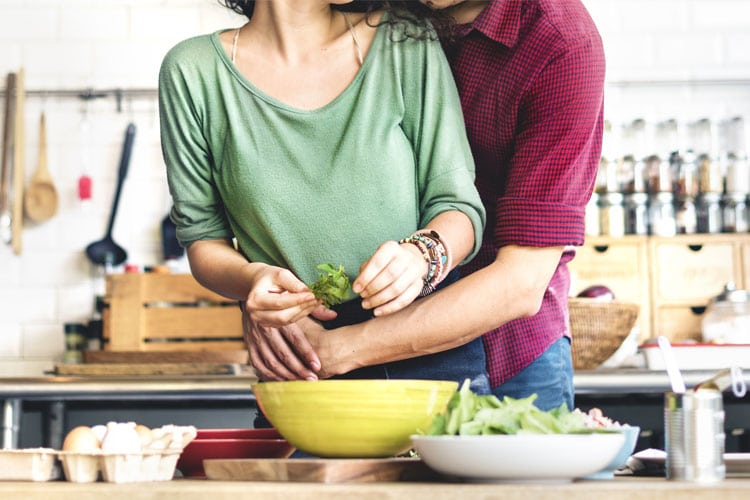 Plan a Romantic Valentines Dinner That Doesn't Break the Calorie Bank